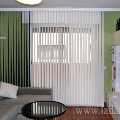 Cortinas Verticales de Tejido Screen blanco y verde