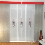 Panel Japonés Bordado combinado con lisos en gris y galería roja