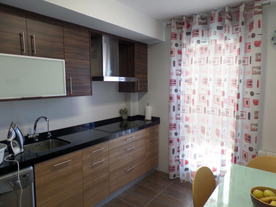 cortina estampada cocina con ollaos