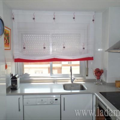 Estores con caidas y dobles estores la dama decoraci n for Estores de cocina modernos