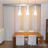 Cortina Vertical con galería decorativa acero