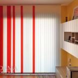 cortinas verticales de loneta roja y blanca