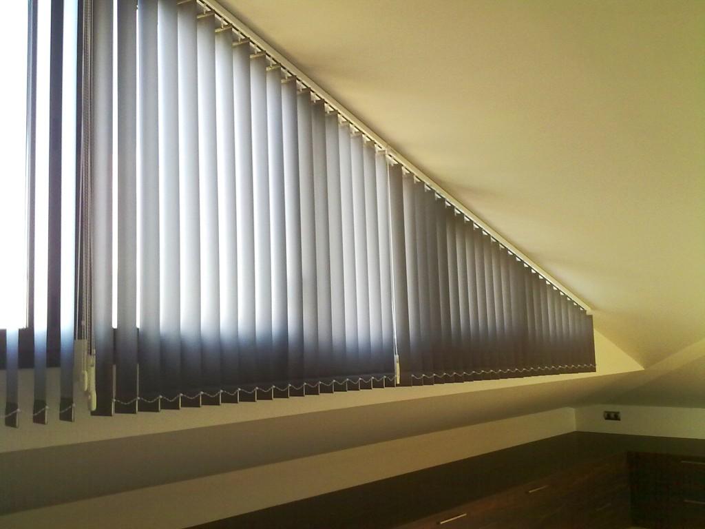 Rieles inclinados verticales la dama decoracion - Formas de cortinas ...