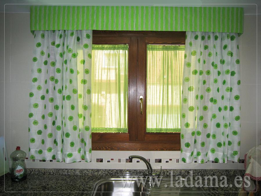 Visillos cortinas y bando verde para cocina la dama for Decoracion de cortinas para cocina