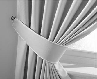 Abrazadera para cortina confeccionada con tela