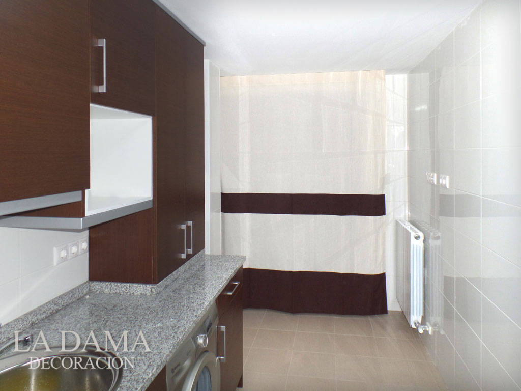 Cortina cocina lisa marr n y blanca la dama decoraci n for Simulador cocinas online